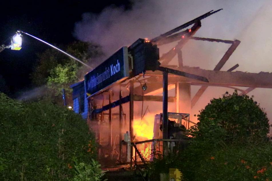 """Im """"Homberger Frischmarkt"""" in Ratingen ist in der Nacht zu Samstag ein Feuer ausgebrochen."""