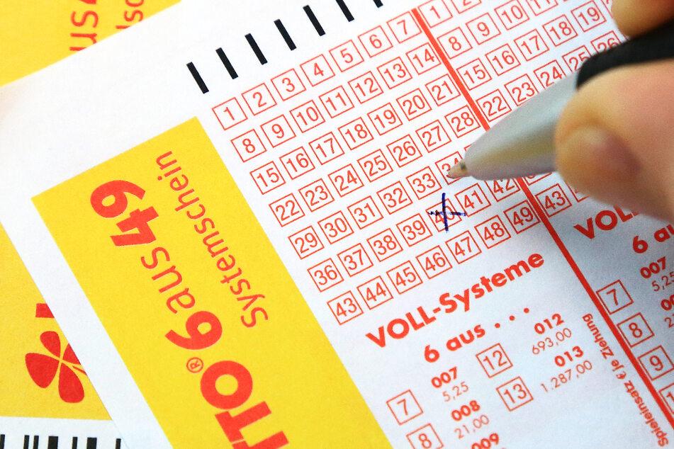 In Niedersachsen hat ein bisher unbekannter Lottospieler den 36-Millionen-Euro-Jackpot geknackt. (Symbolfoto)