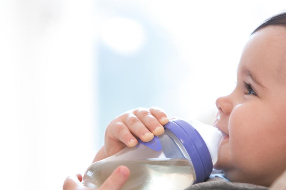Gefährlicher Trend: Mütter füttern Babies mit Cerealien und Schlafmitteln