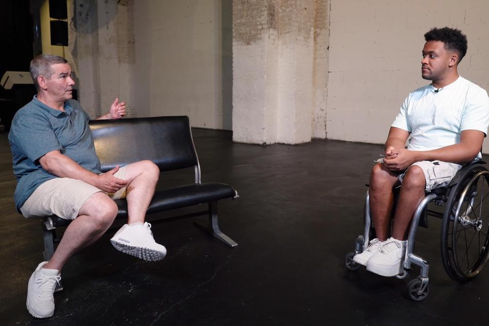Im Gespräch mit YouTuber Leeroy Matata (24, r.) sprach der verurteilte Mörder Henry-Oliver J. (50) über seine Lebensgeschichte.