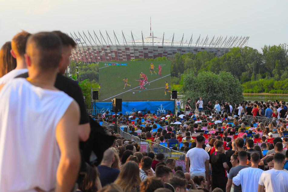 Beim Public Viewing in Warschau fieberten polnische Fans mit ihrer Mannschaft.