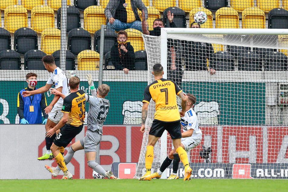 Christoph Daferner (2.v.l.) geht jetzt für Dynamo Dresden in der 3. Liga (hier sein 1:1 gegen Mannheim) und im DFB-Pokal auf Torejagd.