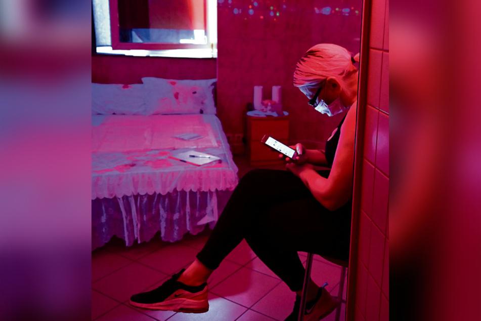 Viele Sexarbeiterinnen suchen sich andernorts Arbeit und wandern ab.