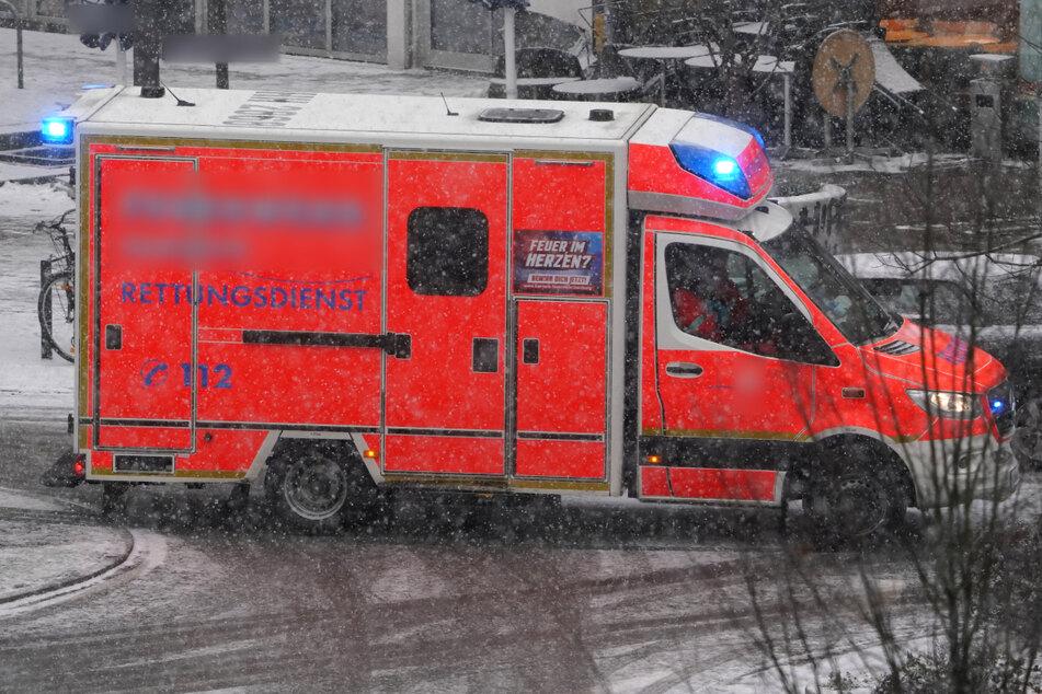 Bei Schneefall ins Schleudern geraten: Mutter und Kinder bei Unfall auf Autobahn schwer verletzt
