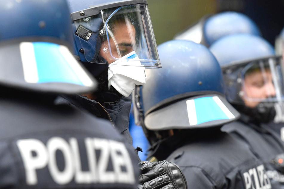 """1. Mai in Berlin: Polizei will notfalls Wasserwerfer gegen """"Querdenker"""" einsetzen"""
