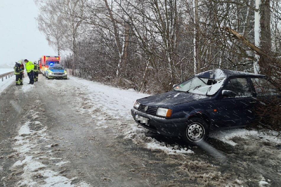 Der VW Polo wurde in einen nahen Wald geschleudert.