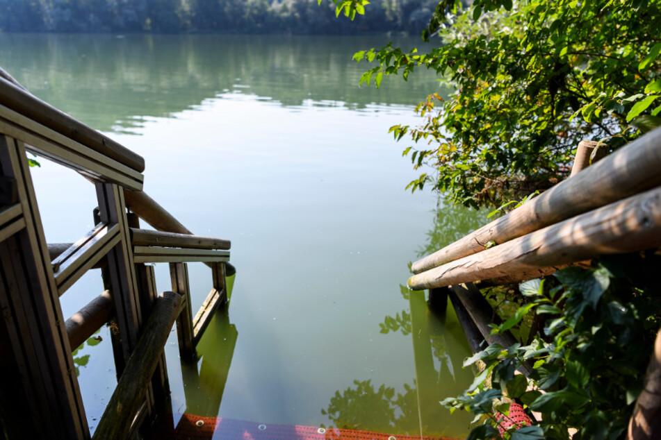 Mann stirbt beim Baden in Baggersee