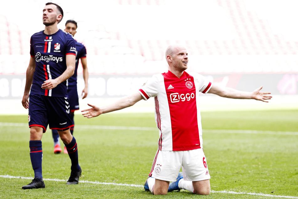 Ex-Werder-Profi Davy Klaassen (28, r.) traf gegen den FC Emmen zum 4:0-Endstand und hat als Führungsspieler großen Anteil an der 35. Meisterschaft von Ajax Amsterdam.