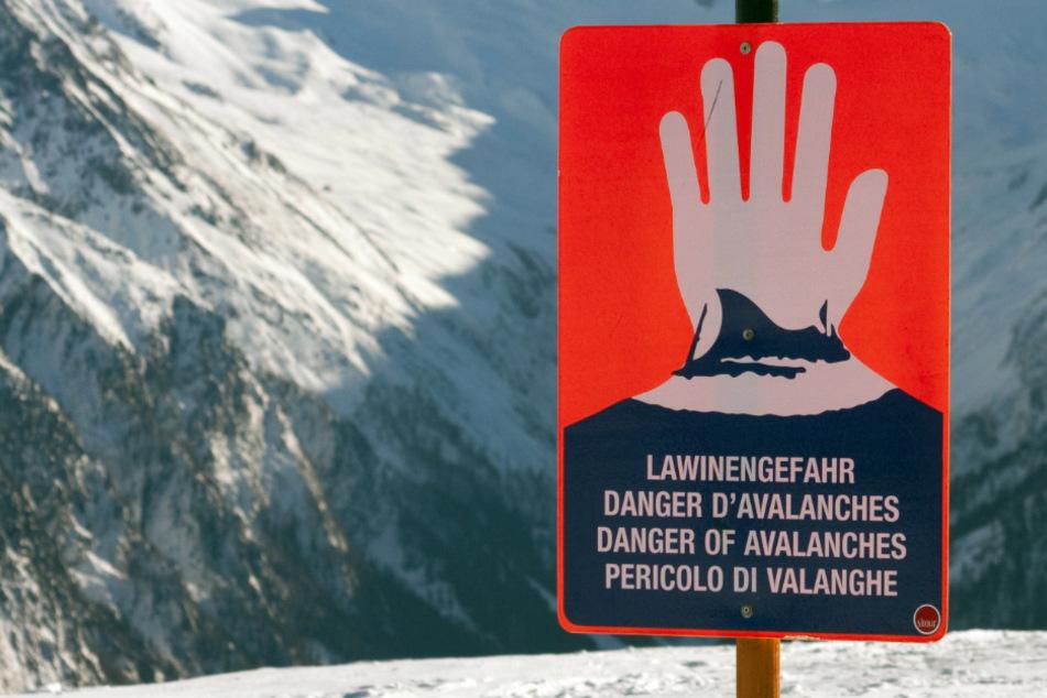 In Teilen der Bayerischen Alpen besteht aktuell die zweithöchste Lawinenwarnstufe. (Symbolbild)