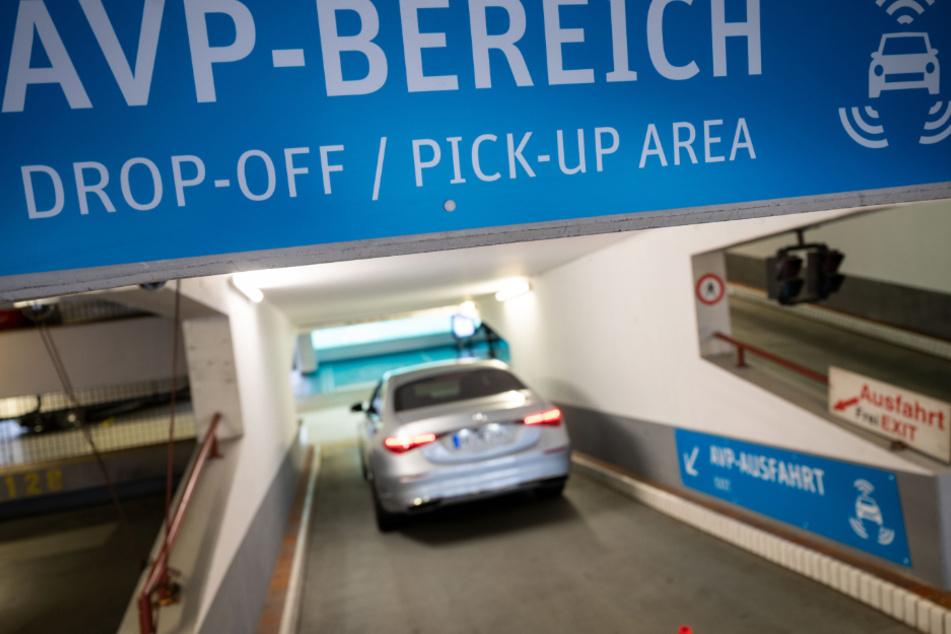 Am Stuttgarter Flughafen sollen Autos künftig von selbst parken