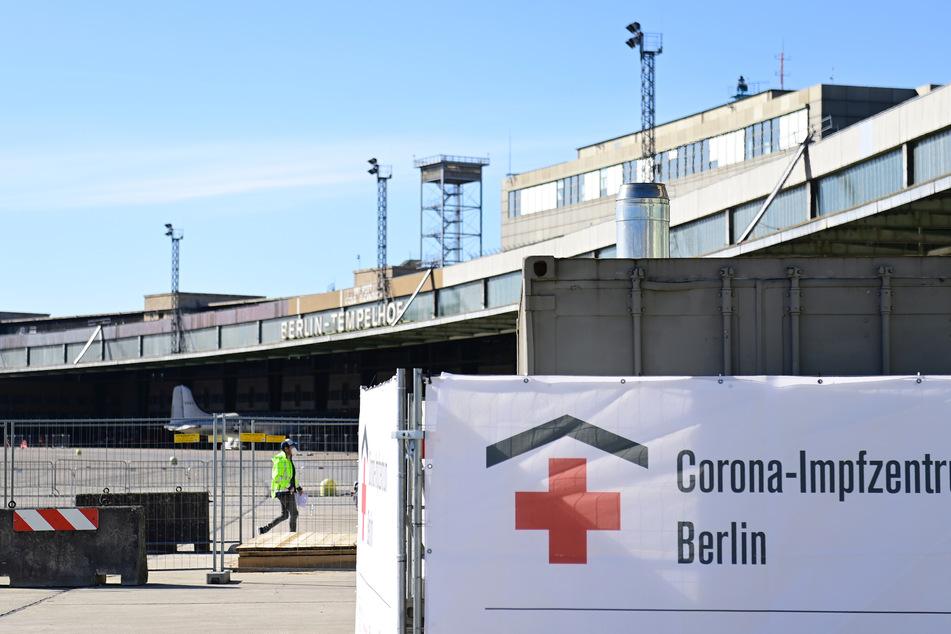 Das Impfzentrum im Hangar 4 des ehemaligen Flughafens Berlin-Tempelhof nahm zuletzt den Betrieb auf.