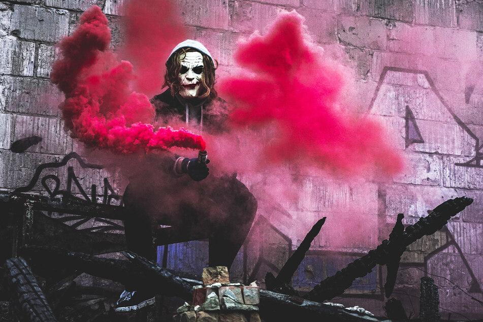 """Der anfangs Unbekannte schminkte sich wie der """"Joker"""". (Symbolbild)"""
