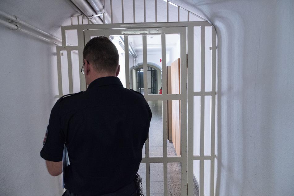 """Die Linksfraktion in der Bürgerschaft kritisiert die coronabedingten Zustände in der Hamburger Untersuchungshaftanstalt (UHA) als """"unzumutbar"""". (Symbolbild)"""