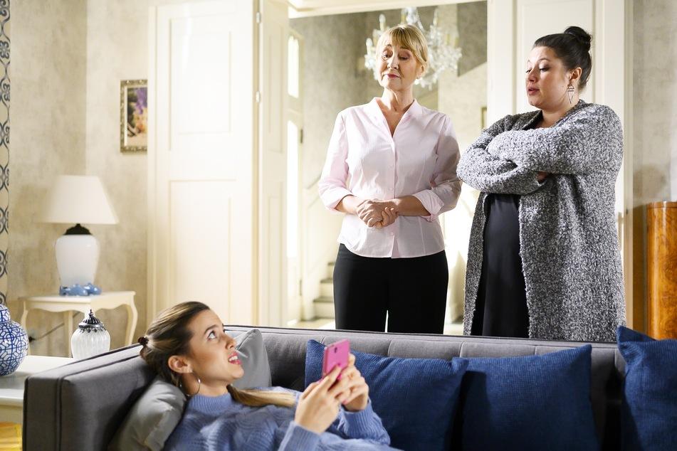 """Ende Mai war Renate Scholz (M.), hier mit Chiara (l.) und Vanessa, zuletzt bei """"Alles was zählt"""" zu sehen."""