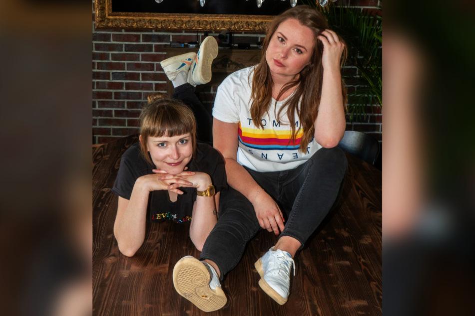 Tessa (l.) und Lena haben Drama, Drama, DRAMA im Sonderangebot.