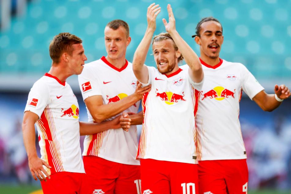 Emil Forsberg (2.v.r.) und Yussuf Poulsen (r.) schossen RB Leipzig in Führung. Dani Olmo (l.) war mit zwei Assists maßgeblich am Sieg der Roten Bullen beteiligt.