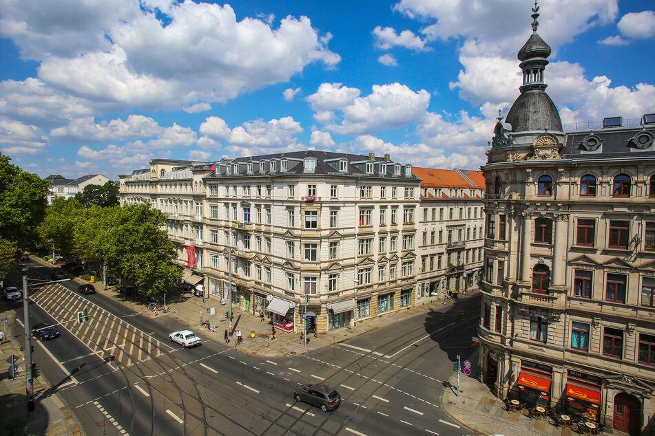 """An der Haltestelle """"Bautzner/Rothenburger Straße"""" an der gleichnamigen Kreuzung stieg der unbekannte Täter ein."""