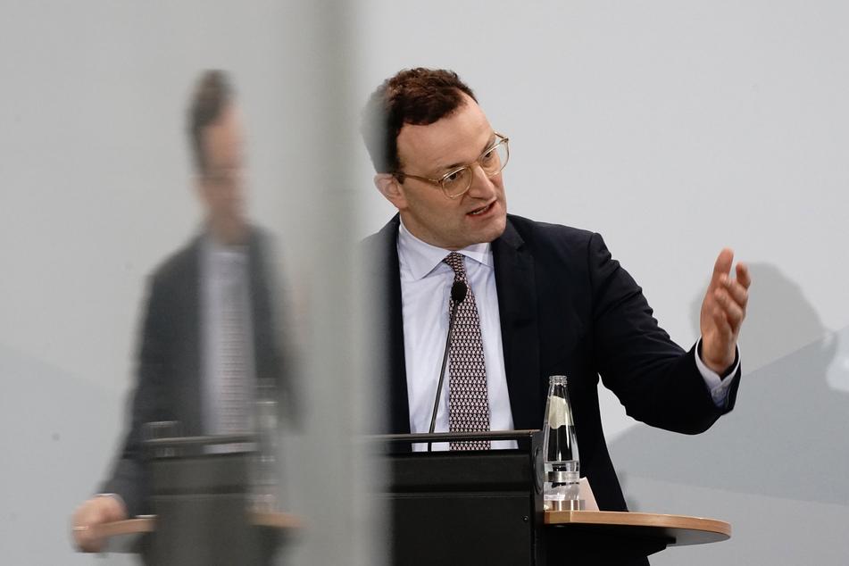 Bundesgesundheitsminister Jens Spahn (40, CDU) hat in einer Regierungserklärung im Bundestag Kritik am europäischen Vorgehen bei der Corona-Impfstoffbeschaffung zurückgewiesen.