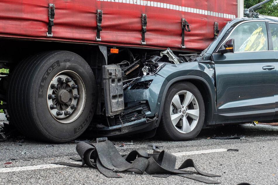 Unfall A66: Tödlicher Autobahn-Unfall: Auto kracht in Lastwagen-Heck, 78-Jähriger stirbt