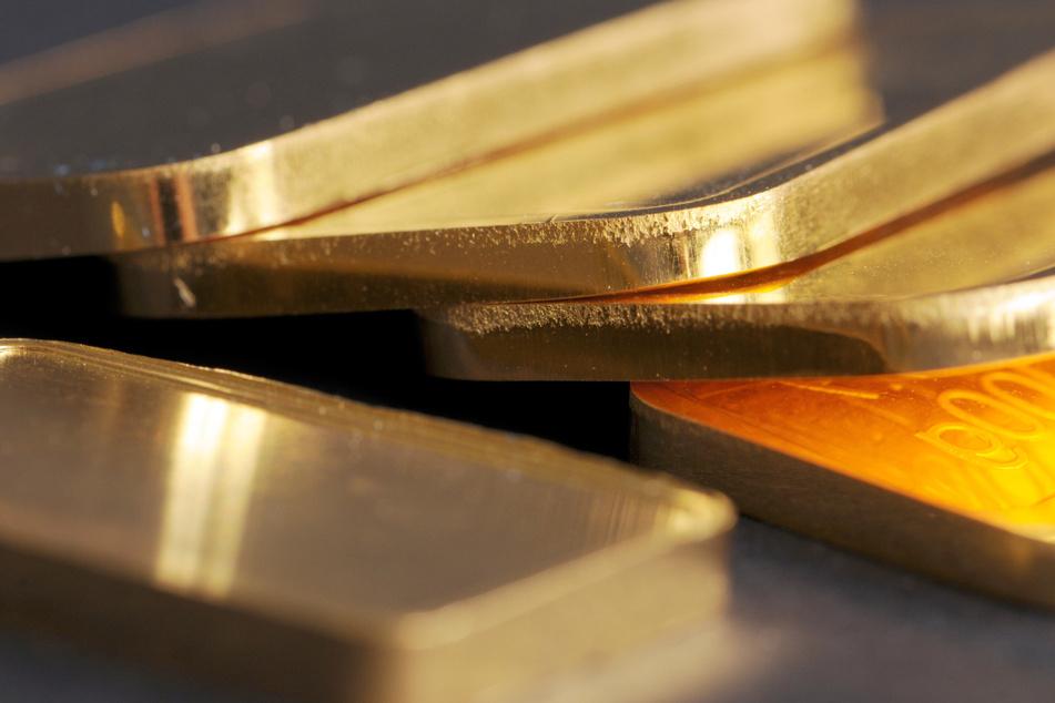 Die Frau hatte zehn je 100 Gramm schwere Goldbarren bei sich. (Symbolbild)