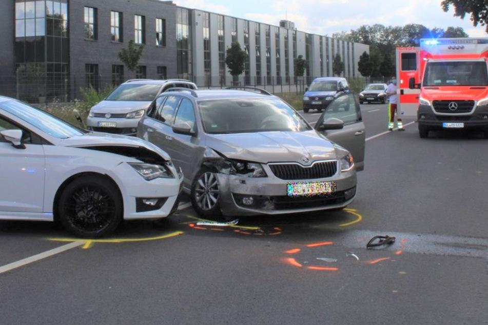Zwei Frauen verletzt: Schwerer Unfall im Bergischen Land