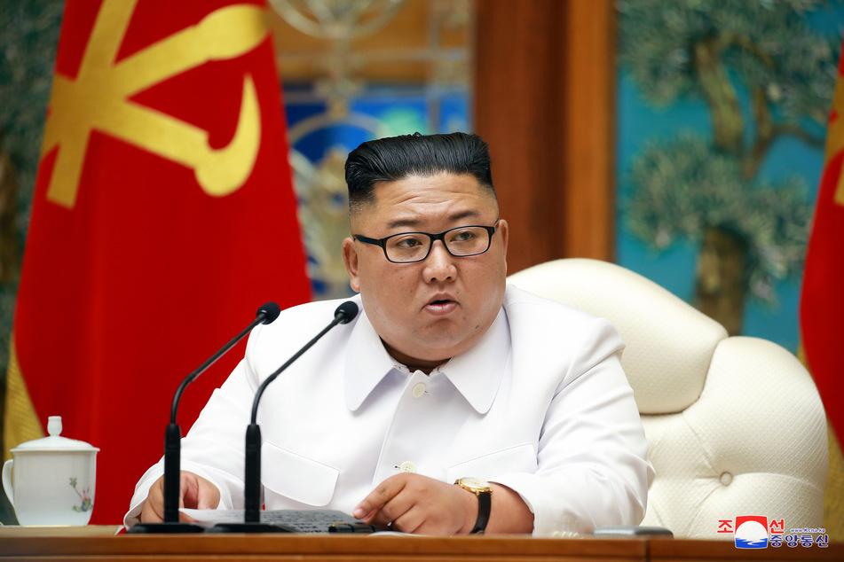 Kim Jong Un, Machthaber von Nordkorea, bei einer Notstandssitzung des Politbüros wegen der Coronavirus-Pandemie. (Archivbild)