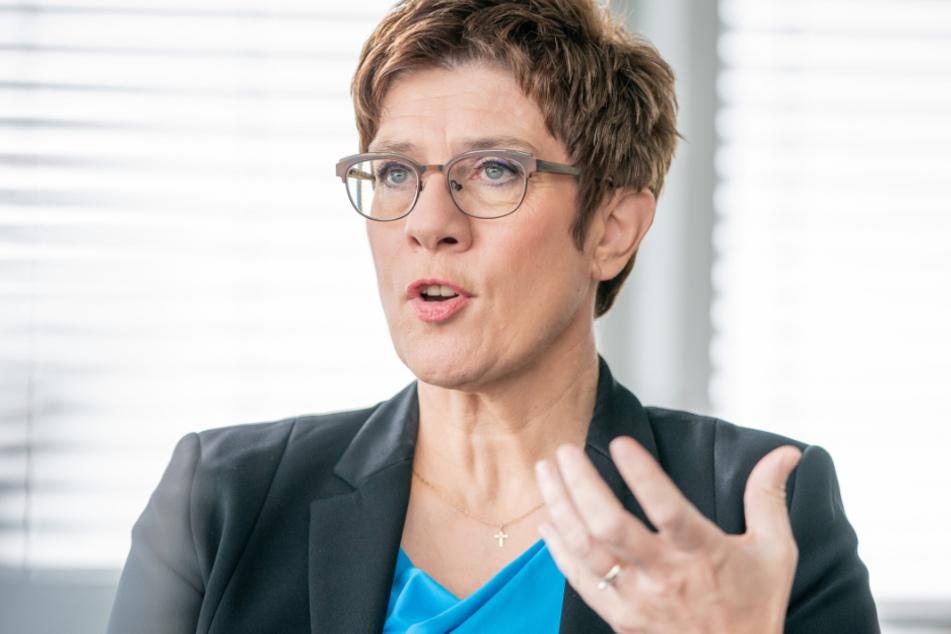 Die CDU-Bundesvorsitzende Annegret Kramp-Karrenbauer bei einem Interview.