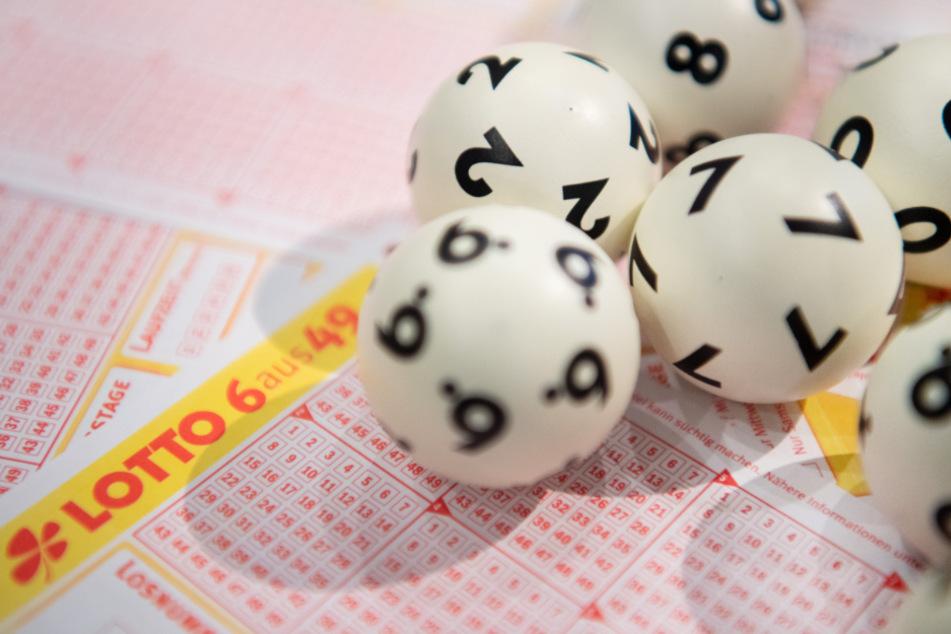 Sieben Richtige! Glückspilz aus dem Norden gewinnt Millionen-Summe im Lotto