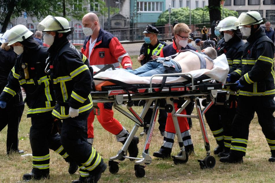 Der Rettungsdienst brachte den Verletzten in ein Krankenhaus.
