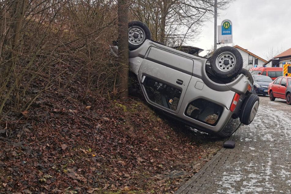 Suzuki-Fahrer schanzt über Kreisel und überschlägt sich