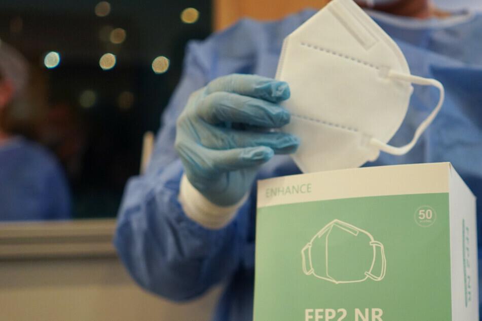 In München wurden 28.000 Masken ohne dem entsprechendem FFP2-Standard verteilt worden. (Symbolbild)