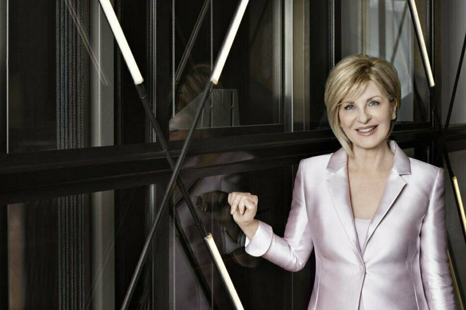 Zu Carmen Nebels (64) Show geben sich Mega-Stars die Ehre! Sie ist seit März 2010 als Botschafterin der Deutschen Krebshilfe aktiv.