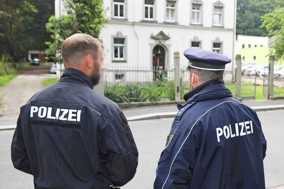 In diesem Haus in der Werdauer Turnhallenstraße starben eine Mutter (43) und ihr Sohn (3). Der Vater (30) steht unter dringendem Tatverdacht.