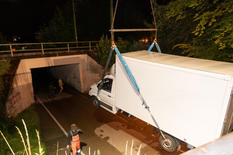 Transporter-Fahrer begeht dummen Fehler: Spezialfirma muss anrücken