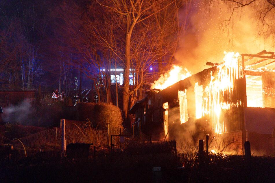 """Wurde das """"Waldhaus"""" der Rechtsextremisten absichtlich abgefackelt?"""