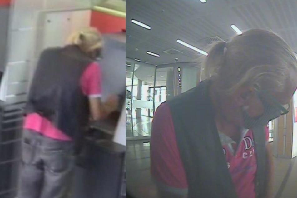 Der Tatverdächtige steht am Geldautomat und hebt Geld ab.