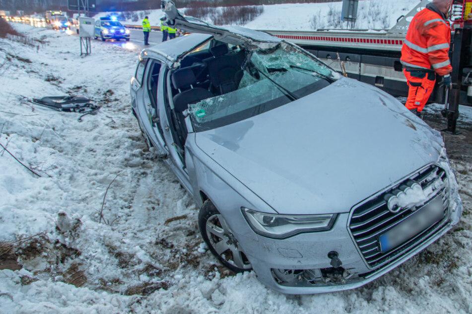 Heftiger Crash auf A72: Audi überschlägt sich, Fahrer schwer verletzt