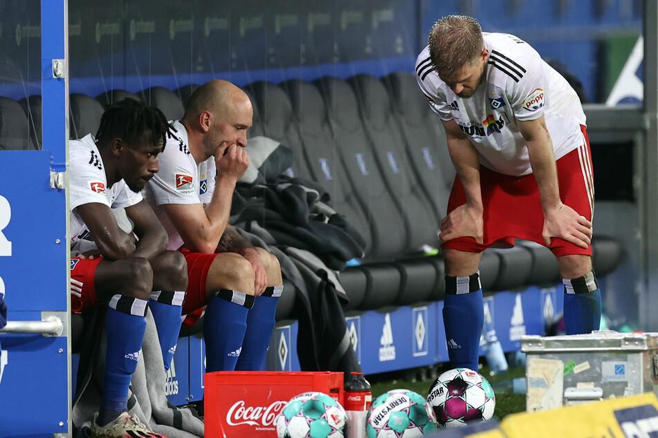 Simon Terodde (33, r.) und seine Mannschaftskollegen verpassten die Aufstiegsrelegation und waren nach der Niederlage in Osnabrück sichtlich enttäuscht.