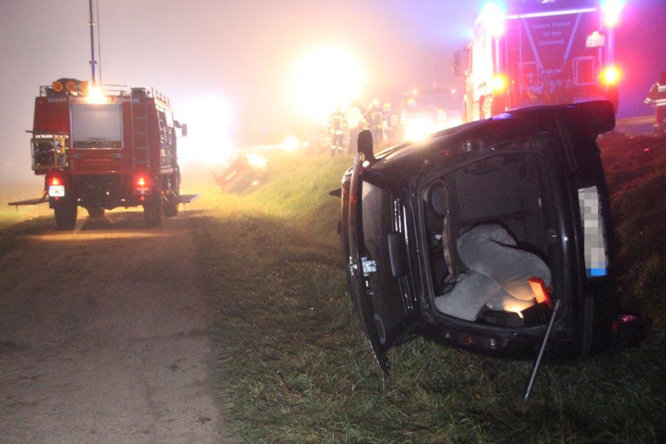 Die beiden Fahrzeuge wurden bei dem Unfall von der Straße geschleudert.