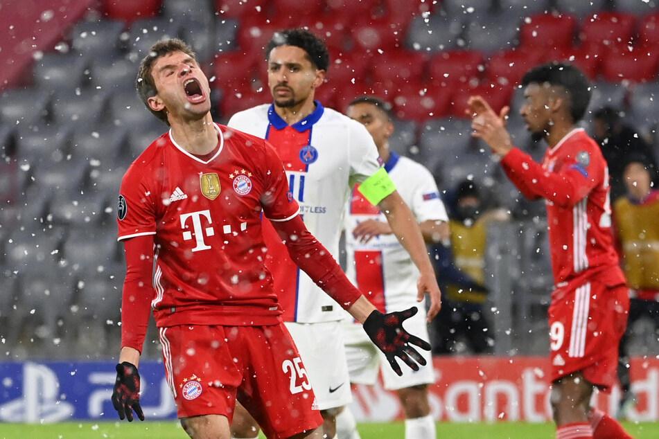 Alle Mühen waren letztlich vergebens: Für Thomas Müller (31, l.) und den FC Bayern München setzte es im CL-Hinspiel gegen PSG eine Niederlage.