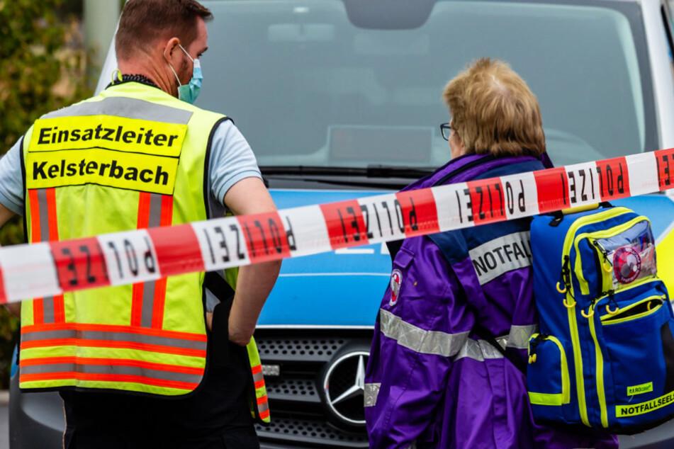 Mitarbeiter der Notfallseelsorge (r.) waren in Kelsterbach ebenfalls im Einsatz.
