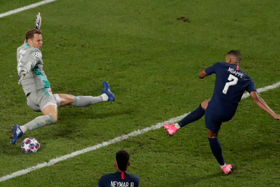 """Manuel Neuer (l.) rettet gegen Kylian Mbappe: """"Vielleicht hat es noch nie so Spaß gemacht, in dieser Mannschaft zu spielen."""""""
