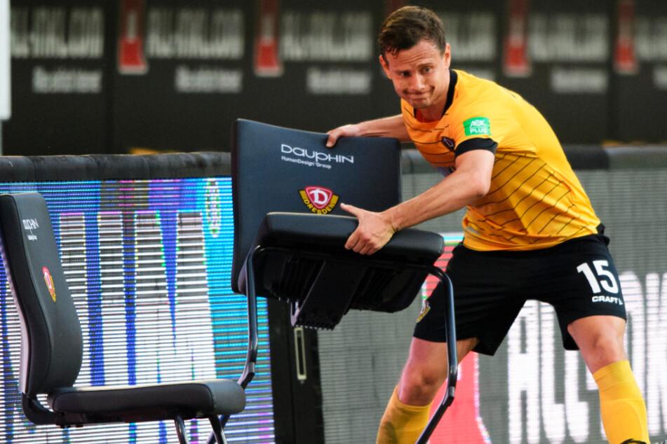 Chris Löwe war schon nach der Niederlage gegen den HSV emotional sichtlich geladen. Dieser Stuhl musste es ausbaden.