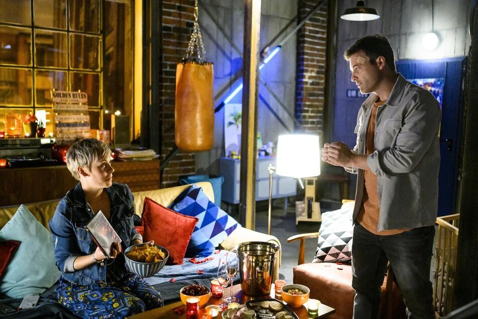 Bei einem romantischen Filmeabend glaubt Kim, einen Antrag von Ben zu bekommen.