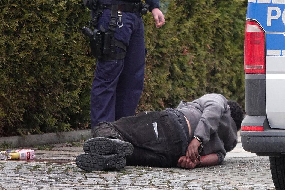 Chemnitz: Er wollte in fremde Wohnung, schlug mit einem Gürtel um sich: Mann (32) in Chemnitz festgenommen