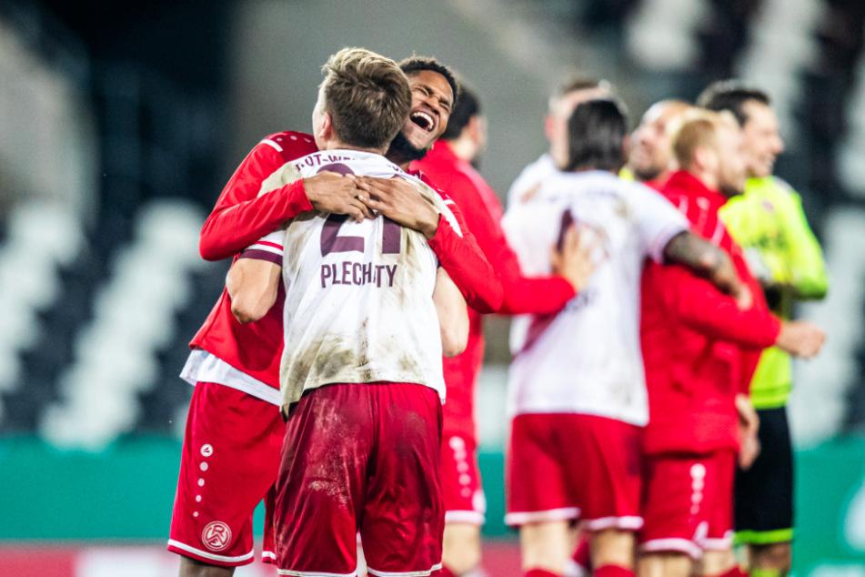 Rot-Weiss Essen trifft auf den Sieger von Bayer 04 Leverkusen gegen Eintracht Frankfurt.