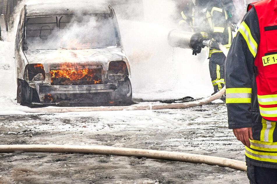 Fiat steht in Pirna plötzlich in Flammen