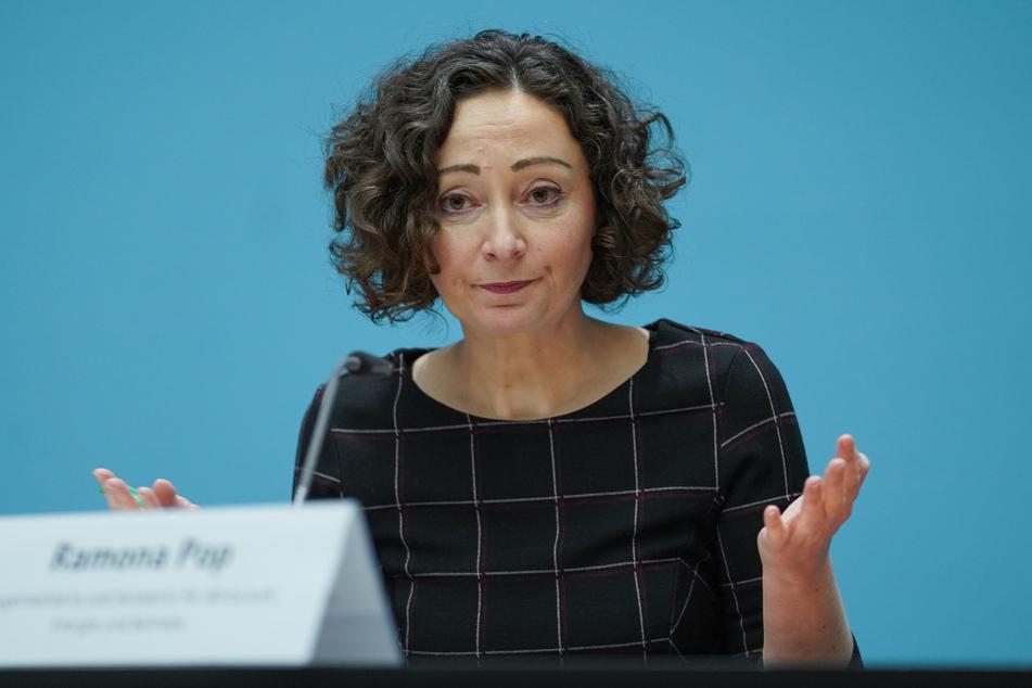 Berlins Wirtschaftssenatorin Ramona Pop hat beklagt, dass die Corona-Hilfen für Unternehmen zu langsam ausgezahlt würden.