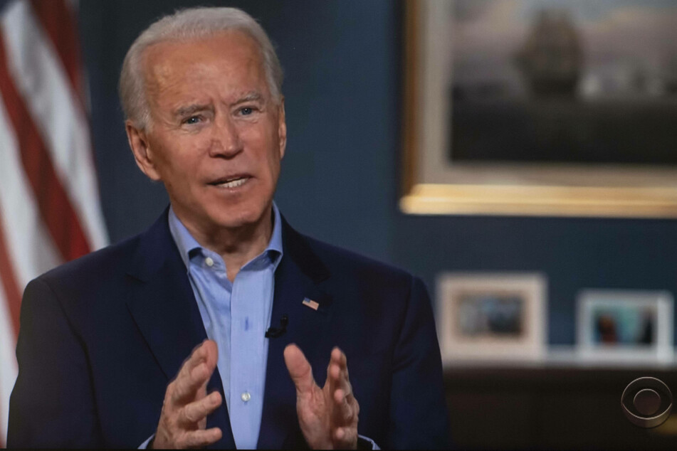 Biden receives vaccine as US pledges to ramp up distribution