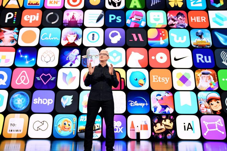 Apple-Chef Tim Cook (60) eröffnet die Online-Entwicklerkonferenz WWDC aus dem Apple Park.